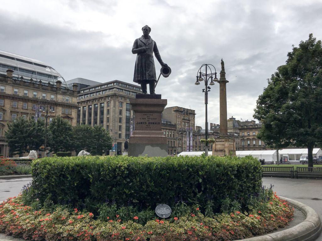 George Oswald statue people make glasgow